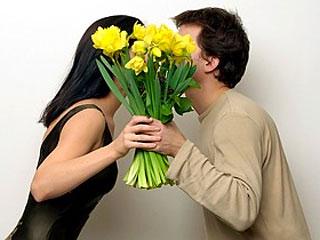 Люди с цветами и букетами