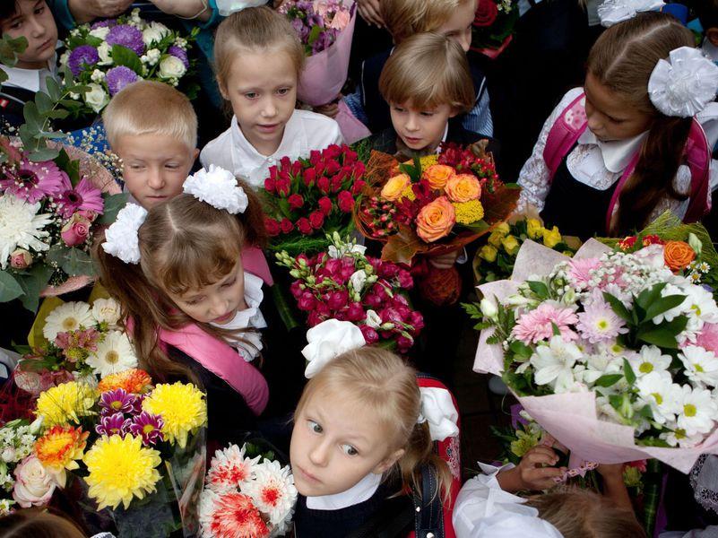 Школьник с цветами фото