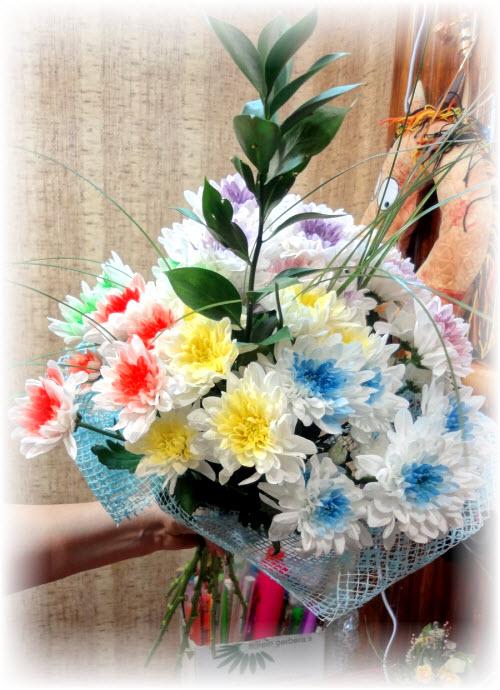 Оформление букета из цветов сеткой своими руками