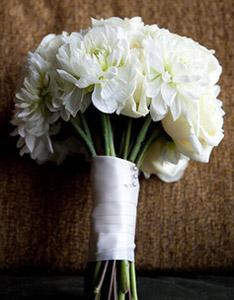 свадебный букет невесты флористика георгин цветы фото украшение для волос